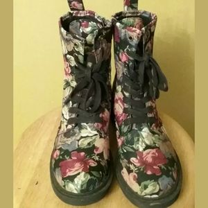 MOSSIMO  BLACK FLORAL  LACE UP BOOTS 7.5